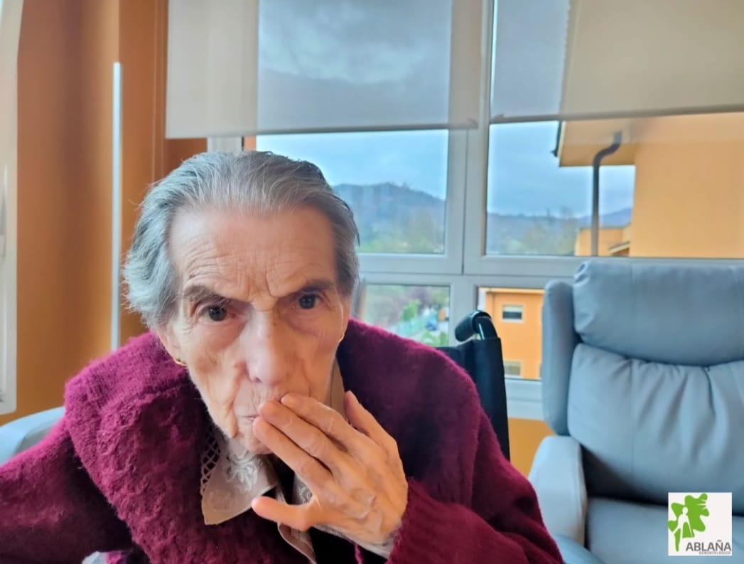 dia beso centro gerontologico ablaña mieres